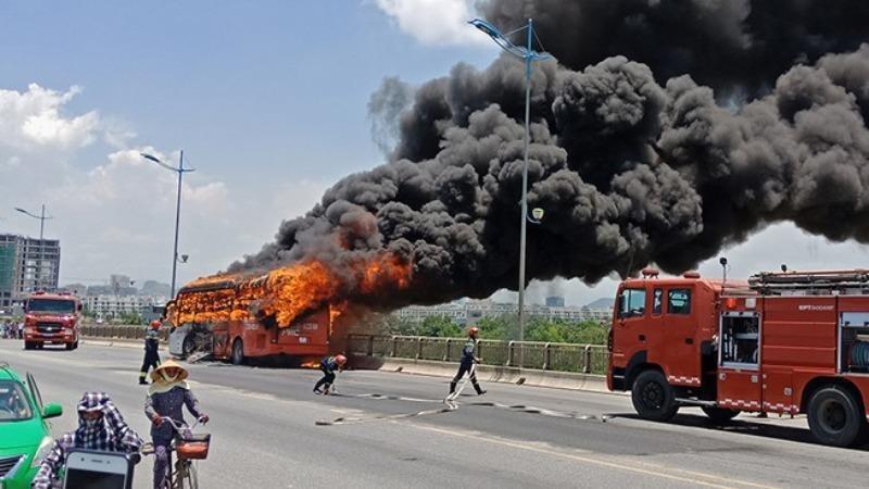 Cháy nổ ô tô đang lưu thông - do xe hay do người?