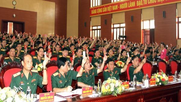 Các đại biểu biểu quyết tại Đại hội.