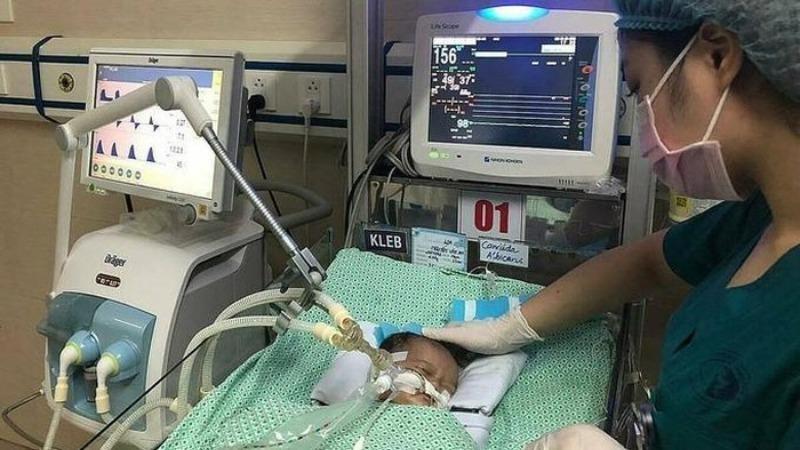 Sau 20 ngày điều trị tích cực, bé Nguyễn Văn An đã tử vong do sốc nhiễm khuẩn nặng.