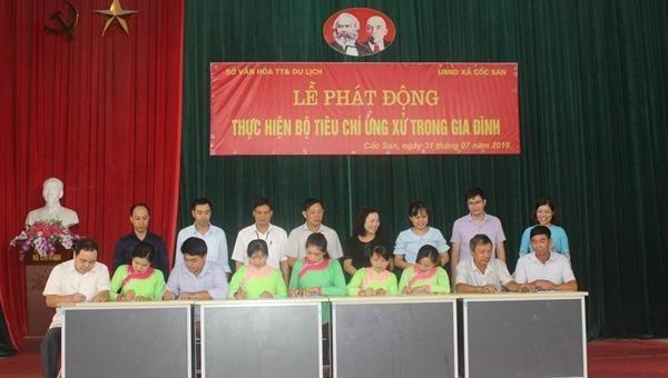Lễ phát động và đăng ký thực hiện thí điểm Bộ tiêu chí ứng xử trong gia đình tại xã Cốc San (Lào Cai).