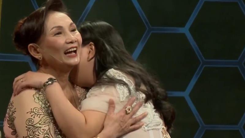 Mẹ chồng Lâm Lệ và nàng dâu Thi Diễm Trân cùng xuất hiện trên một chương trình truyền hình.