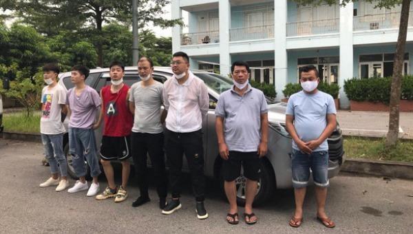 Nhóm người Trung Quốc nhập cảnh trái phép cùng tài xế và phụ xe bị bắt giữ.