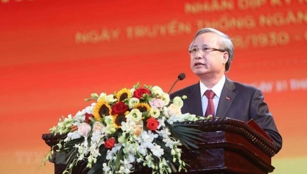 Ủy viên Bộ Chính trị, Thường trực Ban Bí thư Trần Quốc Vượng phát biểu tại hội nghị