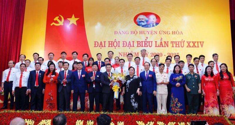 Ban Chấp hành Đảng bộ huyện Ứng Hòa lần thứ XXIV, nhiệm kỳ 2020-2025 ra mắt.