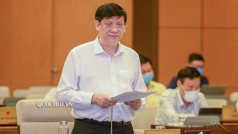 Quyền Bộ trưởng Bộ Y tế Nguyễn Thanh Long trình bày tờ trình dự án Luật sửa đổi, bổ sung một số điều của Luật Phòng, chống HIV/AIDS.