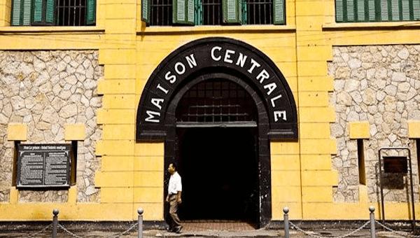 Di tích lịch sử Nhà tù Hỏa Lò.