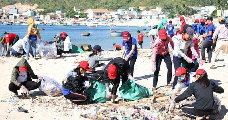 Du lịch Việt nỗ lực chống rác thải nhựa.