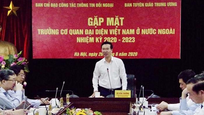 Trưởng Ban tuyên giáo Trung ương Võ Văn Thưởng phát biểu tại buổi gặp mặt.