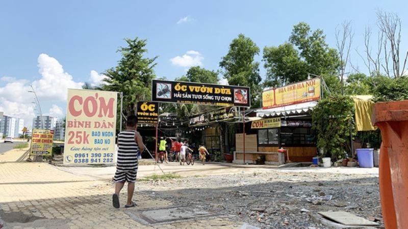 """Quán ăn hải sản """"mọc"""" trên đất được quy hoạch là công viên cây xanh tại Khu nhà ở Him Lam. Ảnh Vietnamnet."""