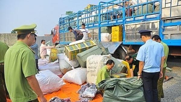 Lực lượng chức năng bắt giữ hàng hóa không rõ nguồn gốc, xuất xứ..