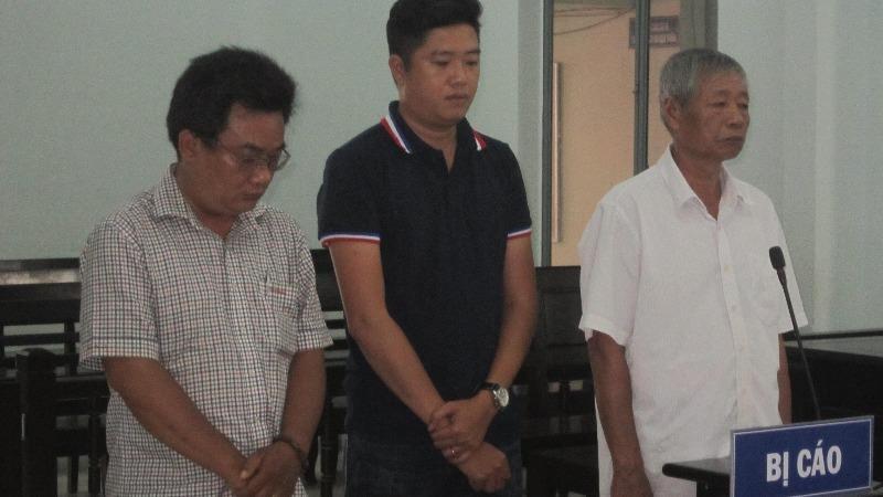 Bị cáo Hạnh, Khánh và Vinh tại tòa.