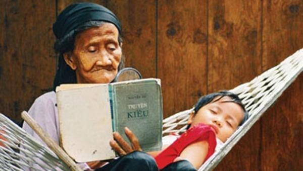Những làn điệu ru nuôi dưỡng tâm hồn trẻ thơ.