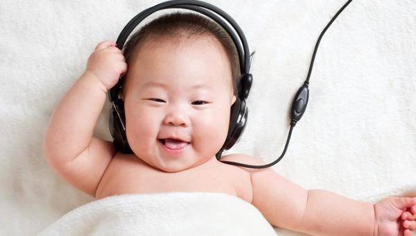 Không ít bà mẹ hiện đại ru con ngủ bằng nhạc cổ điển.