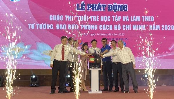 """Bấm nút phát động Cuộc thi """"Tuổi trẻ học tập và làm theo tư tưởng, đạo đức, phong cách Hồ Chí Minh"""" năm 2020."""