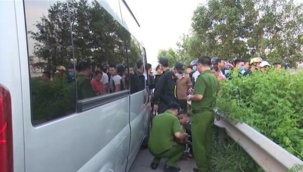 Xe khách chống đối đâm cảnh sát tử vong ở Bắc Giang.