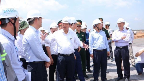 Phó Thủ Tướng Trương Hòa Bình thị sát dự án sân bay Long Thành.