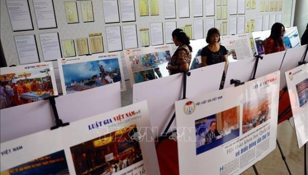 Triển lãm được trưng bày tại trụ sở của Hội Luật gia Việt Nam. Ảnh TTXVN.