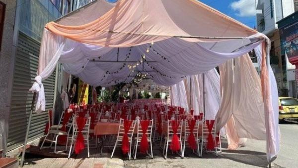 """Tiệc cưới bị """"bom"""" không ai đến dự."""