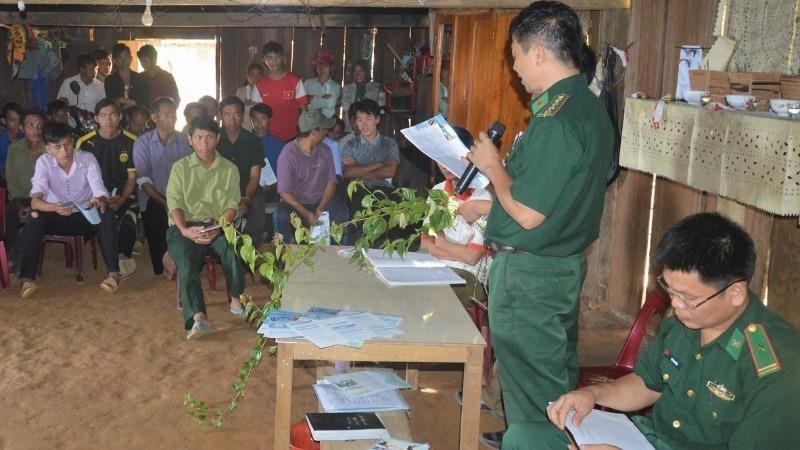 BĐBP Nghệ An phối hợp với địa phương tuyên truyền vận động quần chúng nhân dân về tác hại của cây lá ngón.