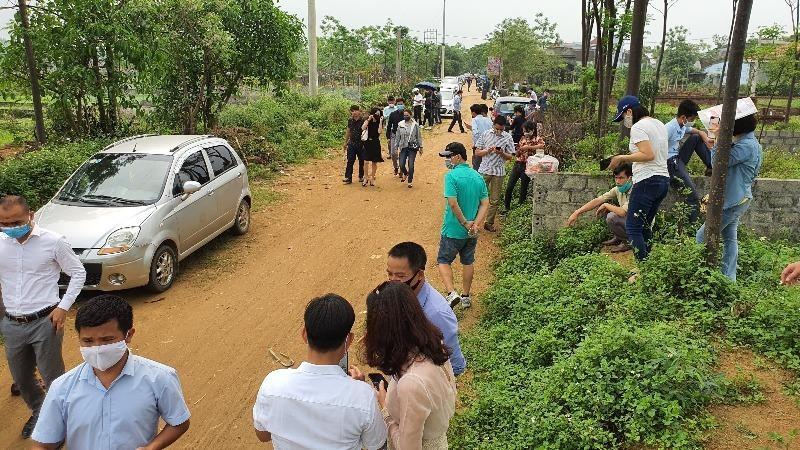 """Giới đầu cơ đổ xô đến một khu vực được đánh giá """"sốt"""" đất tại Hà Nội hồi cuối năm 2019."""