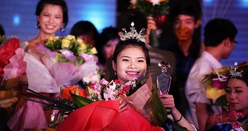 Ánh Ngọc hạnh phúc khi được đăng quang hoa hậu.