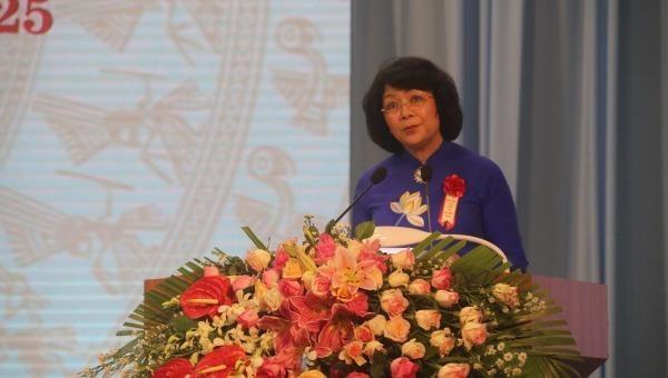 Phó Chủ tịch nước, Phó Chủ tịch thứ nhất Hội đồng Thi đua - Khen thưởng Trung ương Đặng Thị Ngọc Thịnh phát biểu tại đại hội.