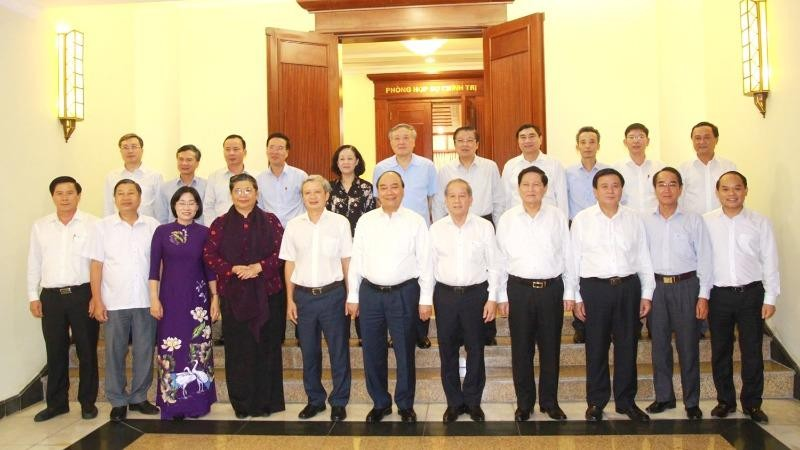 Thủ tướng Nguyễn Xuân Phúc cùng các đại biểu dự buổi làm việc của Bộ Chính trị với Ban Thường vụ Tỉnh ủy Thừa Thiên - Huế.