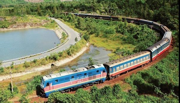Một số chuyến tàu phải tạm dừng, điều chỉnh để tránh ảnh hưởng bão số 9.