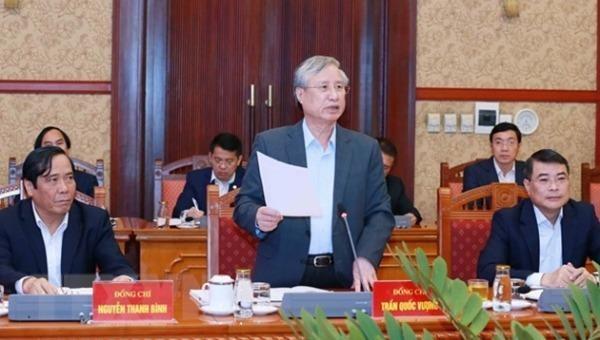 Ủy viên Bộ Chính trị, Thường trực Ban Bí thư Trần Quốc Vượng chủ trì phiên họp.