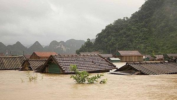 Lũ lụt gây ra hậu quả nặng nề tại các tỉnh miền Trung.