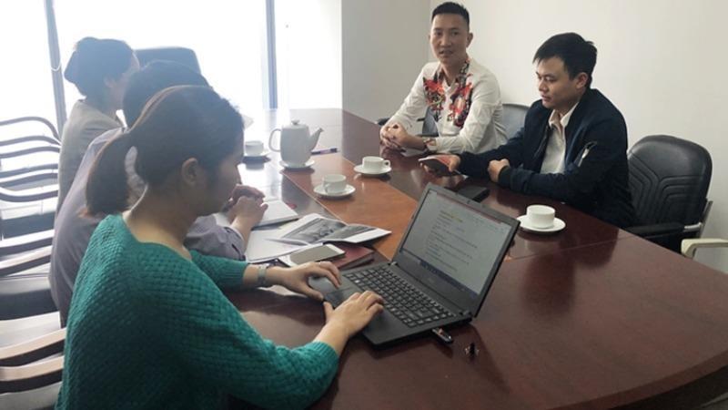 Bùi Xuân Huấn tại buổi làm việc về xử phạt vi phạm hành chính với Cục Phát thanh truyền hình và thông tin điện tử.