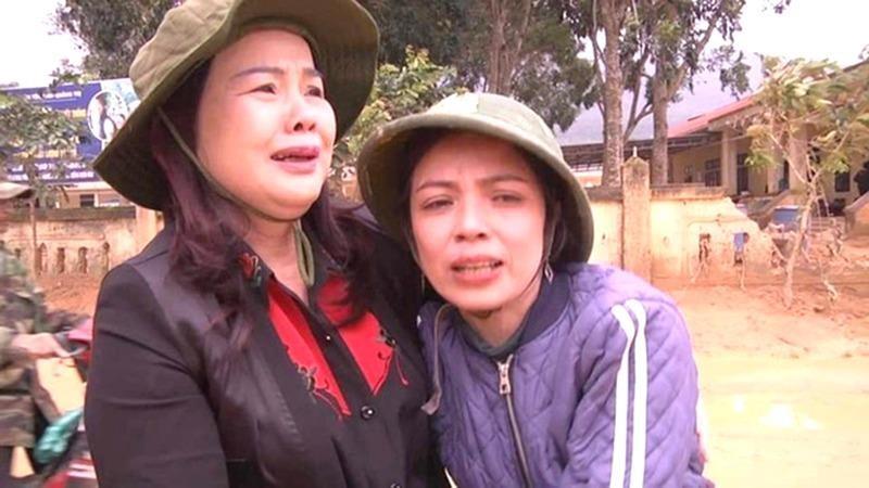 Lãnh đạo Sở GD&ĐT tỉnh Quảng Trị bật khóc, chia sẻ với những khó khăn của các cán bộ, giáo viên Trường Mầm non Hướng Việt.