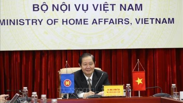Bộ trưởng Bộ Nội vụ Lê Vĩnh Tân dự Hội nghị tại điểm cầu Hà Nội (Việt Nam).