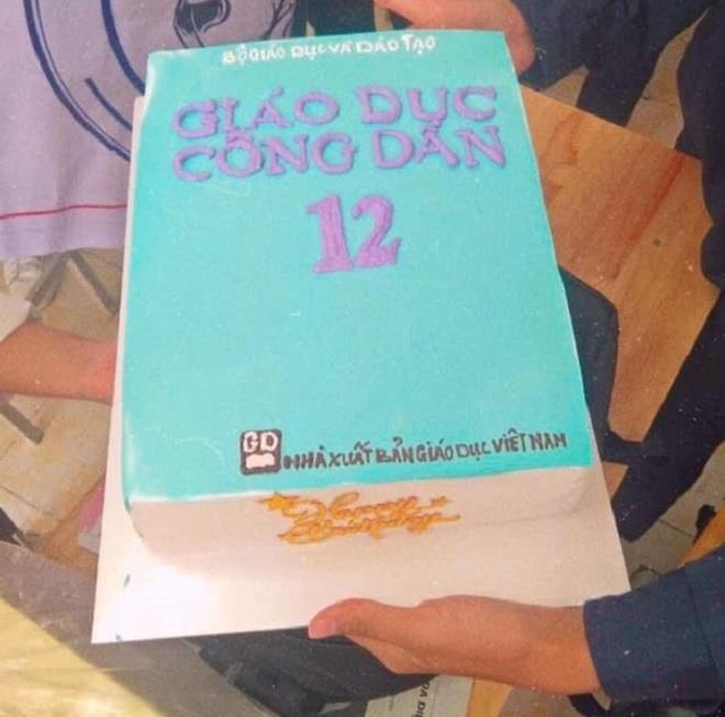Cười ngất với loạt bánh kem mừng ngày 20/11 'muôn hình vạn trạng' của học trò - 10