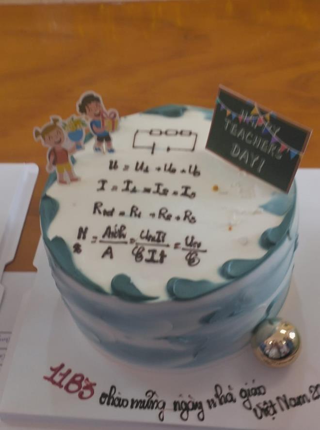 Cười ngất với loạt bánh kem mừng ngày 20/11 'muôn hình vạn trạng' của học trò - 9