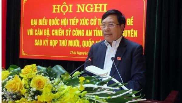 Phó Thủ tướng, Bộ trưởng Ngoại giao Phạm Bình Minh tiếp xúc cử tri chuyên đề với cán bộ, chiến sĩ Công an tỉnh Thái Nguyên.