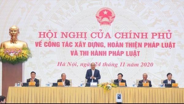 Thủ tướng Chính phủ Nguyễn Xuân Phúc chỉ trì Hội nghị của Chính phủ về công tác xây dựng, hoàn thiện pháp luật và thi hành pháp luật.