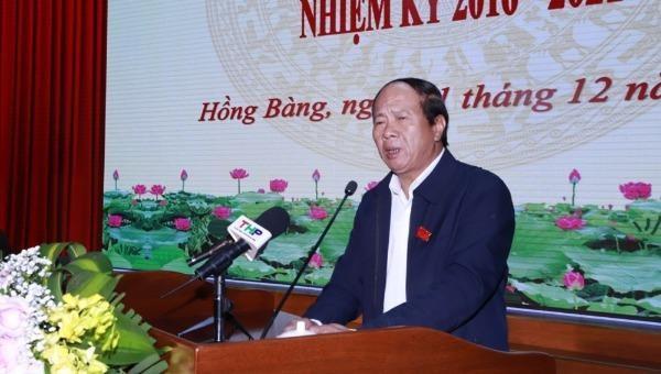 Bí thư Thành ủy, Chủ tịch HĐND thành phố Hải Phòng Lê Văn Thành phát biểu tại buổi tiếp xúc cử tri.