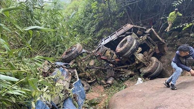 Xe tải lao xuống vực, 1 người tử vong, 2 người bị thương