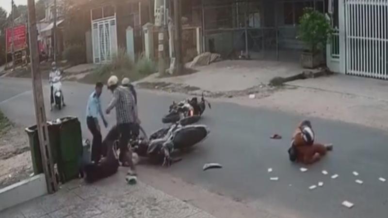 Hình ảnh nữ sinh bị người đàn ông hành hung dã man.