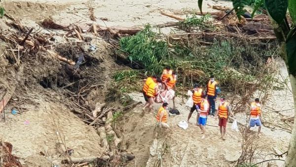 Phát hiện bộ xương người nghi sạt lở núi ở Quảng Nam