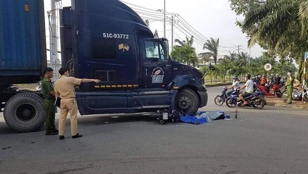 Tin giao thông đến sáng 12/12: TP HCM liên tiếp tai nạn xe container- xe đầu kéo, 2 người tử vong