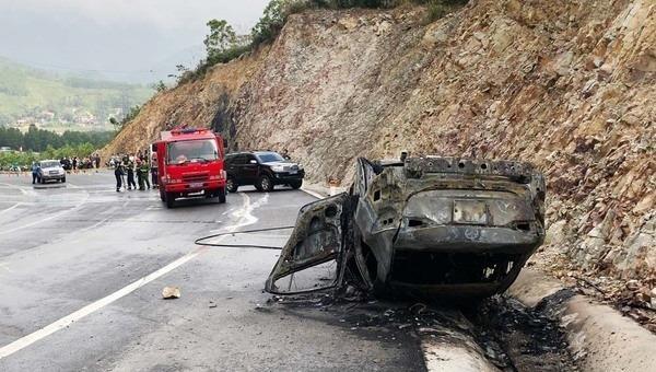 Ô tô tông vào vách núi, 1 người tử vong