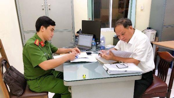 Ông Tất Thành Cang nhận quyết định khởi tố, bắt tạm giam.