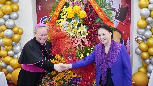 Chủ tịch Quốc hội chúc mừng Giáng sinh năm 2020 tại Tòa Tổng Giám mục Huế.