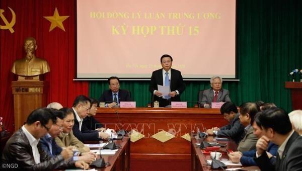 Ông Nguyễn Xuân Thắng, Giám đốc Học viện Chính trị Quốc gia Hồ Chí Minh, Chủ tịch Hội đồng Lý luận Trung ương chủ trì kỳ họp.
