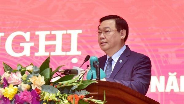 Ủy viên Bộ Chính trị, Bí thư Thành ủy TP Hà Nội Vương Đình Huệ phát biểu tại hội nghị.