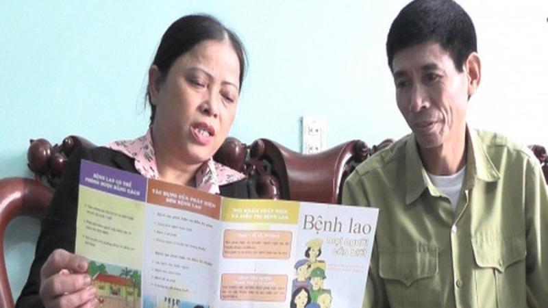 Phụ nữ tham gia tuyên truyền phòng chống bệnh lao.