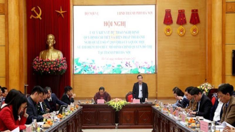 Chủ tịch UBND TP Hà Nội Chu Ngọc Anh Thứ trưởng Bộ Nội vụ Trần Anh Tuấn đồng chủ trì Hội nghị.