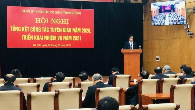 Đồng chí Lại Xuân Lâm, Phó Bí thư Đảng ủy Khối Cơ quan Trung ương chủ trì  Hội nghị.